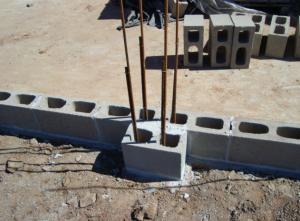 Pilares do muro de blocos de concreto